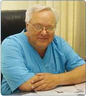 Опытнейший хирург, директор клиники Александр Николаевич ЧАЙКИН за 32 года работы в абдоминальной хирургии выполнил более 15 000 хирургических вмешательств, в том числе за последние 12 лет более 6 000 эндохирургических. Тысячи красноярцев благодарны ему за помощь и возвращённое здоровье.