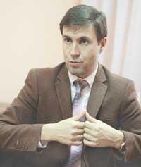 Максим Сергеевич Пасюков, психиатр-нарколог, психотерапевт. С 1997 г. занимается индивидуальной и групповой психотерапией зависимых состояний. В 2012 г. открыл Центры снижения веса доктора Гаврилова в Томске и Красноярске.
