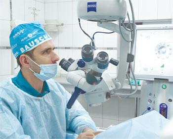 главный врач клиники современной офтальмологии «БЕРЕГ», врач-офтальмохирург Андрей Викторович ЛОХМАН