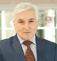 главный внештатный офтальмолог города, доцент Красноярского государственного медицинского университета Сергей Федорович СИНЯПКО