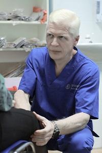 Игорь Алексеевич ВИНОКУРОВ Специалист по восстановительной медицине, руководитель клиники «ОРТОСФЕРА». Опыт работы более 25 лет.